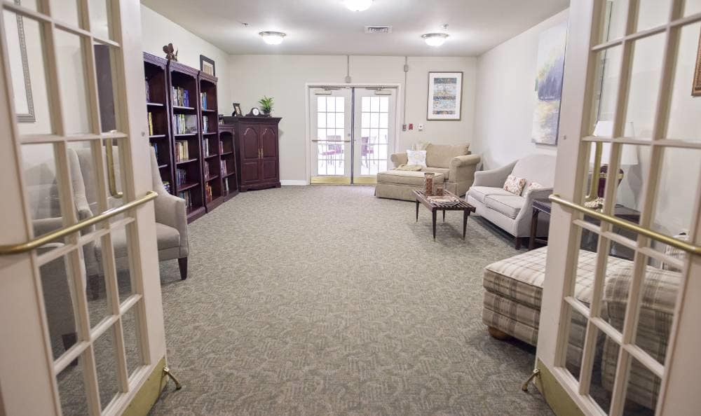 Livinig room at Broadmore Senior Living at Teays Valley