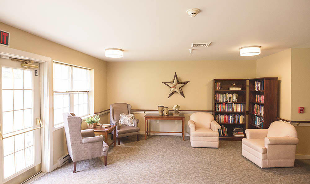 library and quiet reading area at Broadmore Senior Living at York