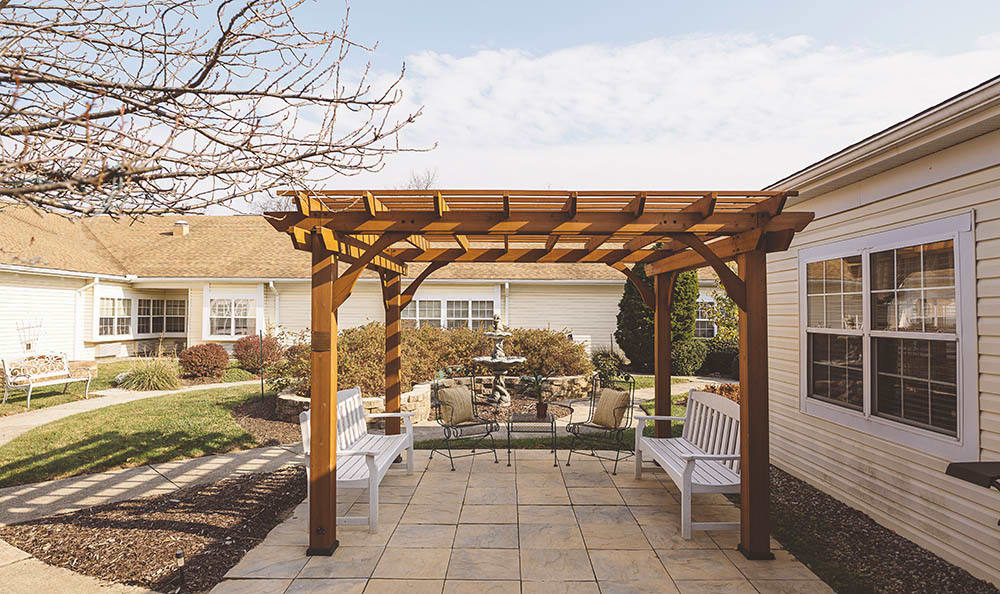 outdoor lounge for residents at Broadmore Senior Living at York