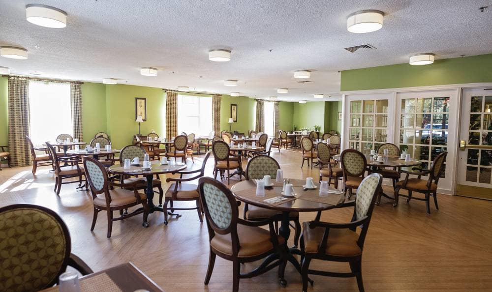 Broadmore Senior Living at Bristol dining hall
