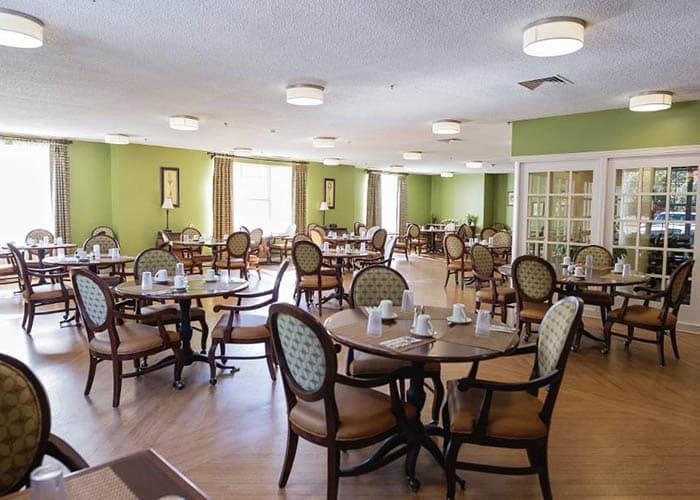 dining hall at Broadmore Senior Living at Bristol