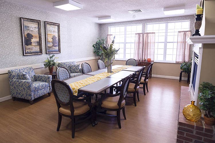 Family Dining Room At Broadmore Senior Living at Murfreesboro
