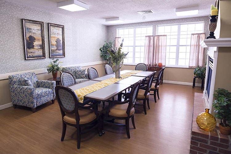 ... Family Dining Room At Broadmore Senior Living At Murfreesboro ...