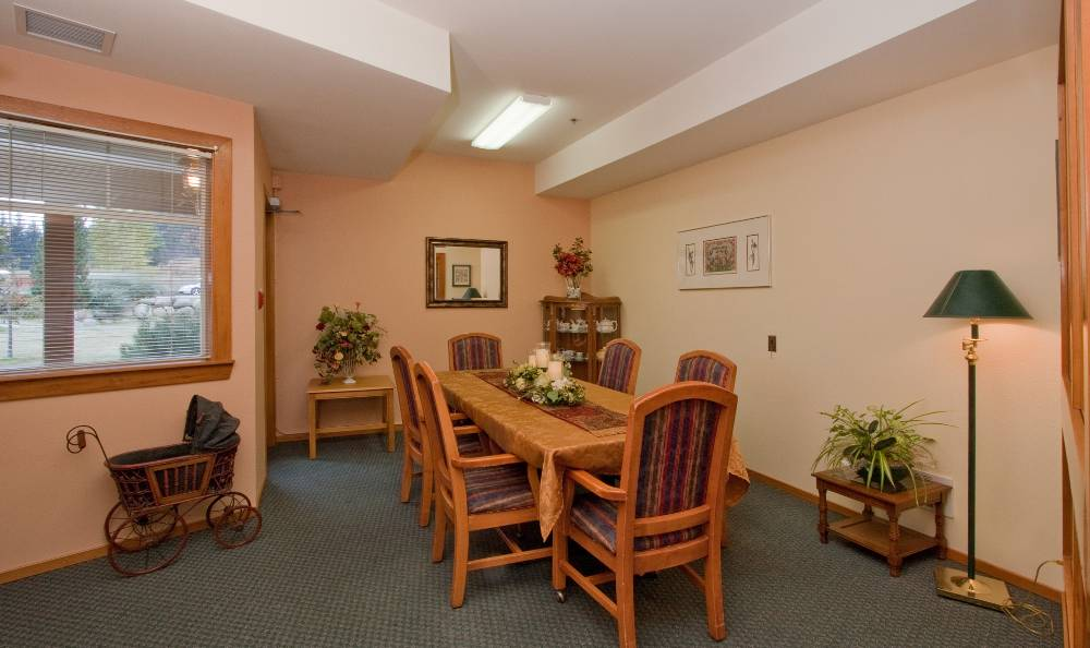 Dinning table at Mountain Meadows Senior Living Campus