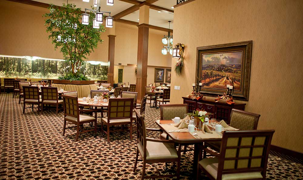 Dining room at The Lodge at Mallard's Landing