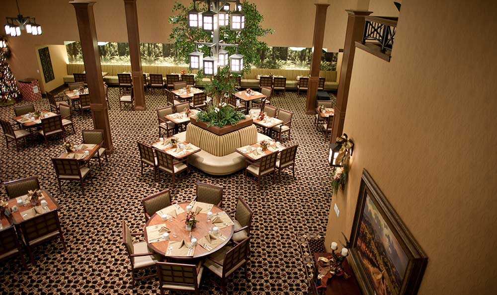 Overview of dining room at The Lodge at Mallard's Landing