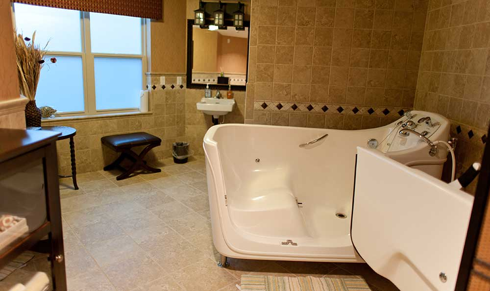 Walk-in tub at The Lodge at Mallard's Landing