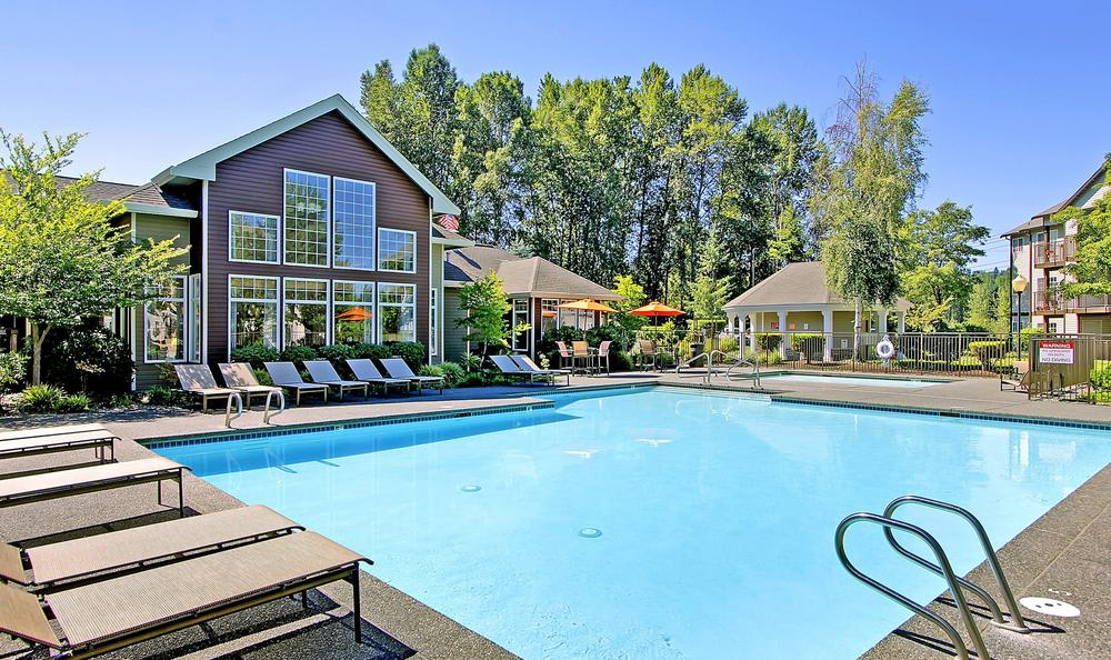 swimming pool at Avana 522 Apartments in Bothell, WA