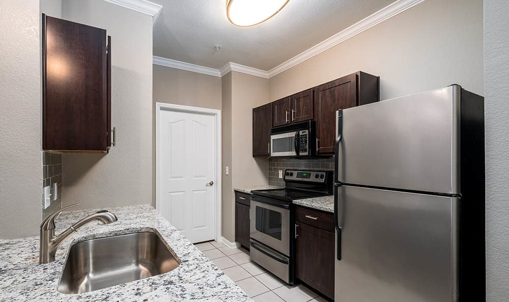 Fully Equipped Kitchen at Avana Stonebriar Apartments in The Colony, TX