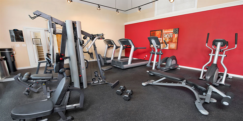 Fitness center at Jefferson Lakeside Apartments