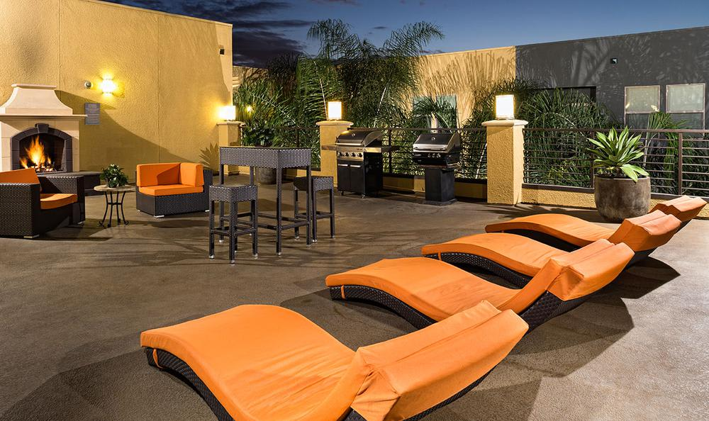 Outdoors Meeting Area at Avana North Hollywood Apartments in North Hollywood, CA