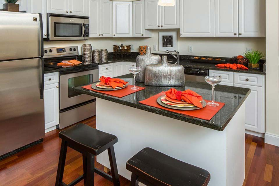fully equipped kitchen at Avana Abington Apartments in Abington