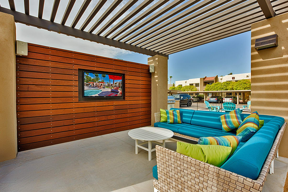 outdoor seating at Avana McCormick Ranch Apartments