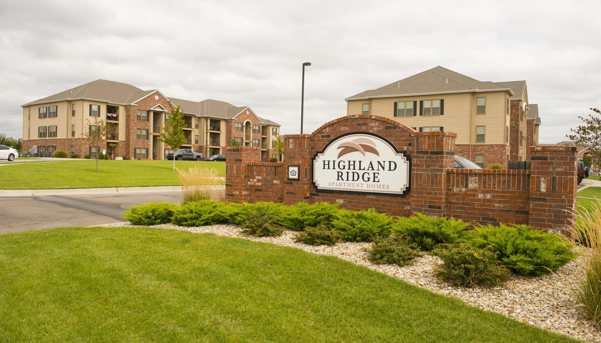 Beautiful entryway at Highland Ridge Apartments in Manhattan, KS