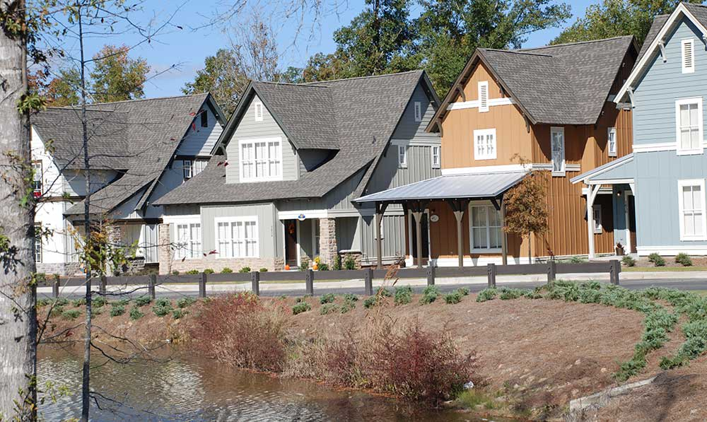 The Cottages of Hattiesburg student apartments on the lake