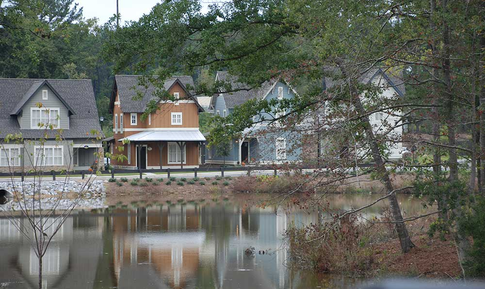 On-site lake at The Cottages of Hattiesburg
