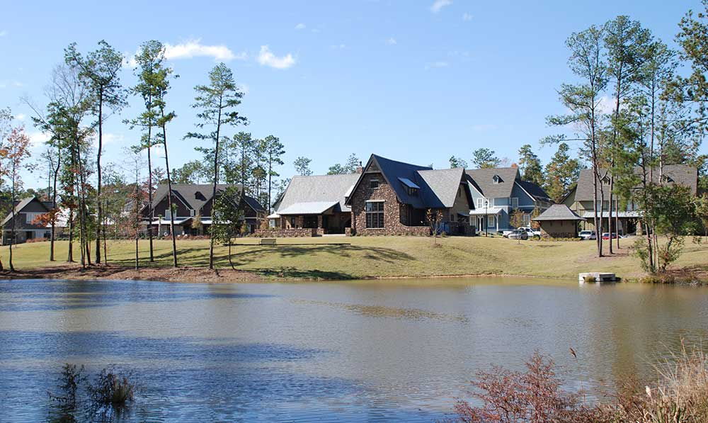 The Cottages of Hattiesburg lake