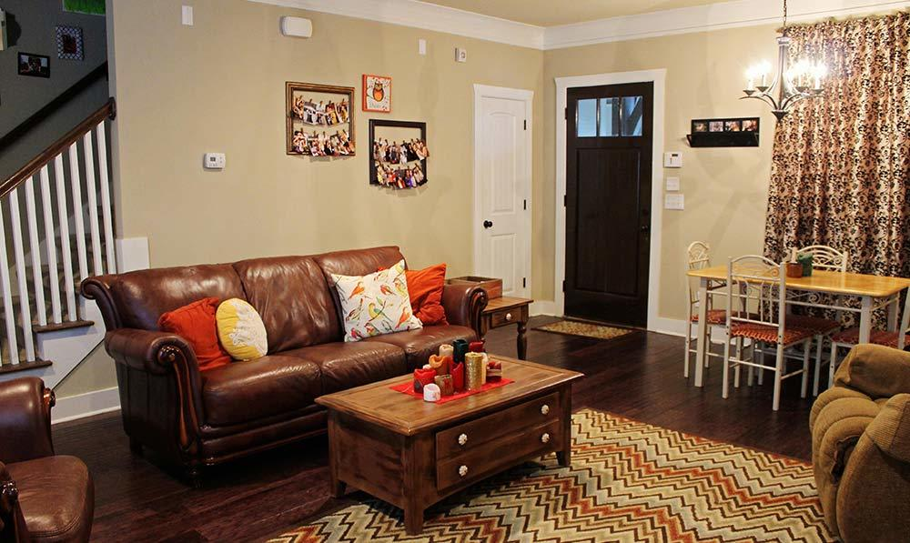 The Cottages of Hattiesburg living room
