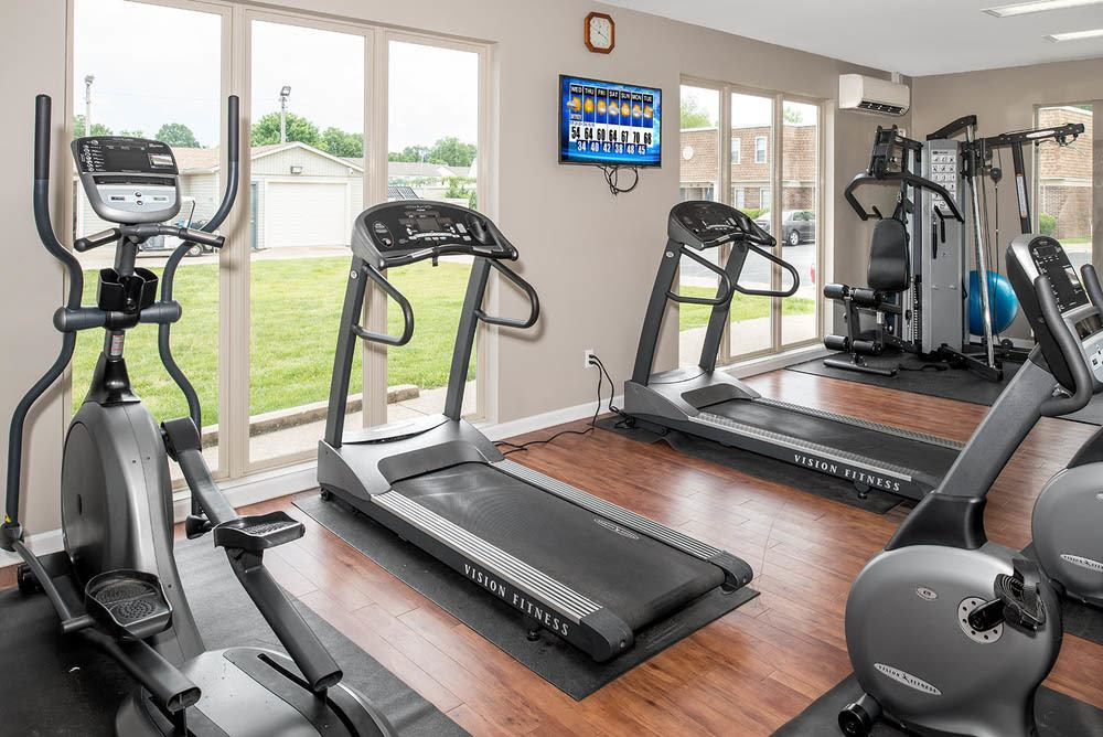 Fitness center at apartments in Carbondale