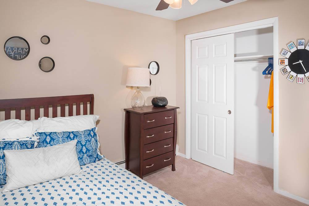 Large private bedroom at University Oaks