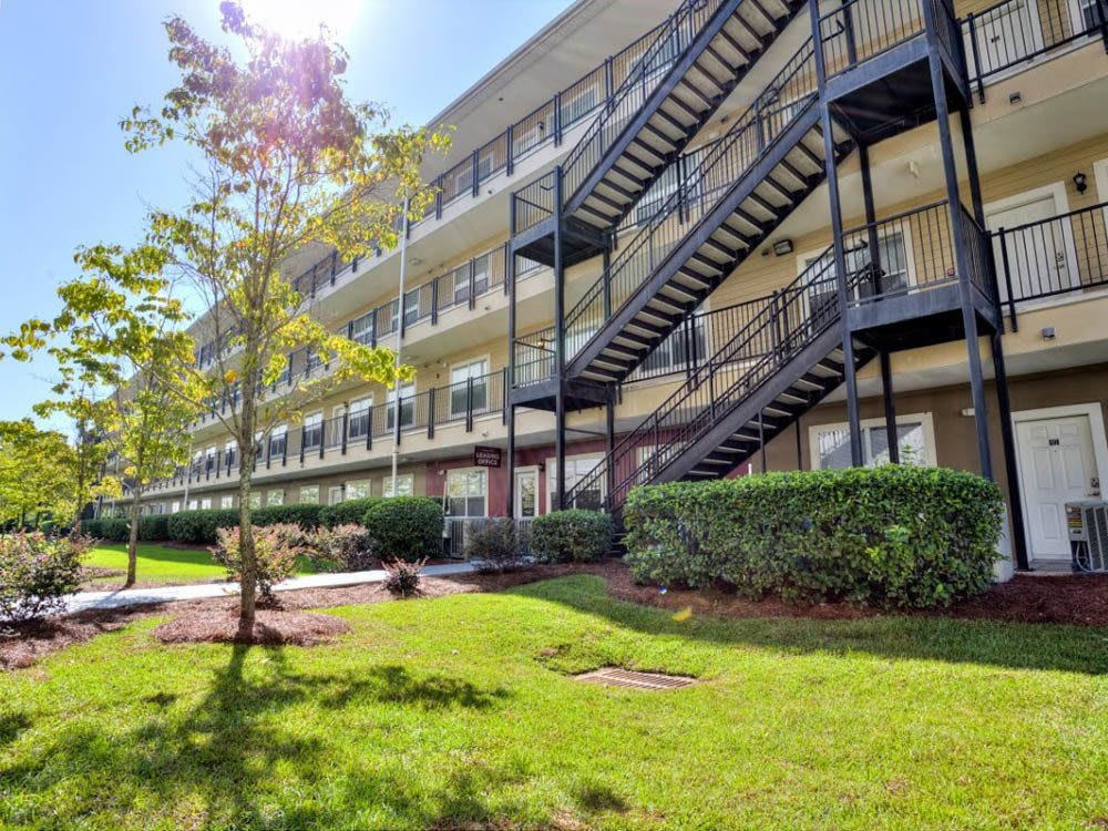 Lush green landscaping at Legacy Student Living Apartments in Tallahassee