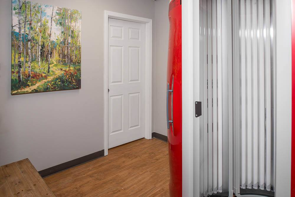 Onsite tanning bed at apartments in Toledo