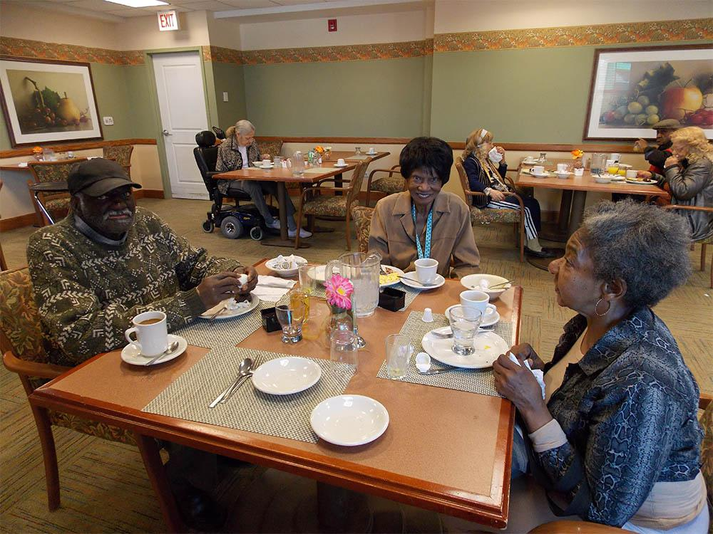 Seniors eating breakfast at Victory Centre of Roseland in Chicago