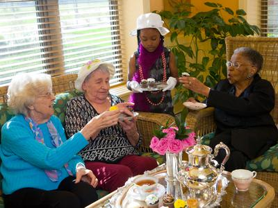 Residents being part of our activities at Azpira Place in Lake Zurich, IL