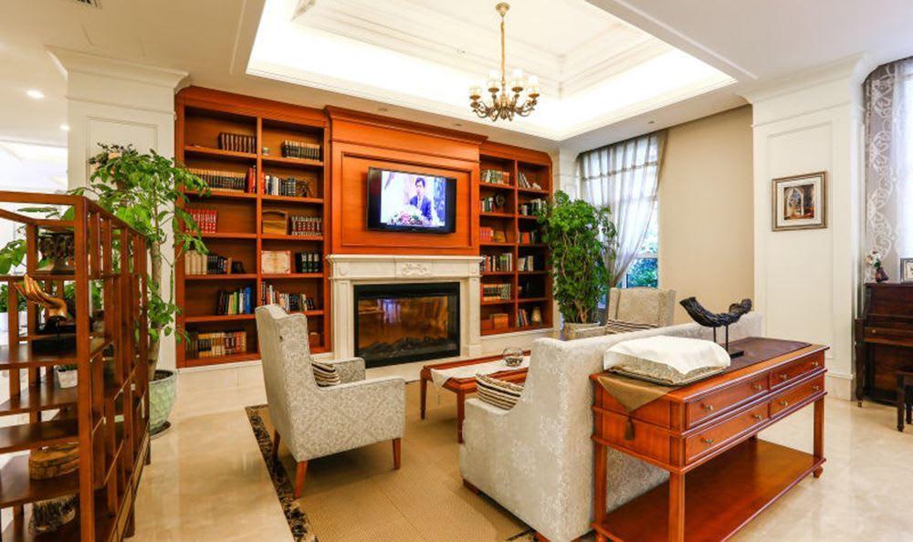 Yizhuang Senior Living has a relaxing Fireplace
