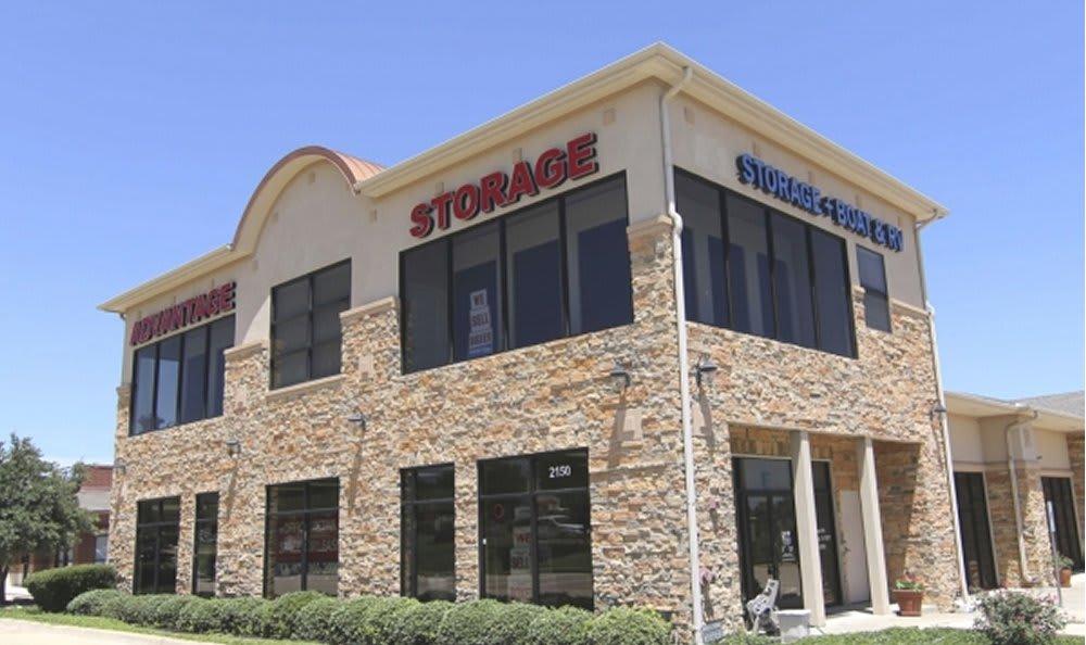 Advantage self storage storefront in Highland Village, Texas