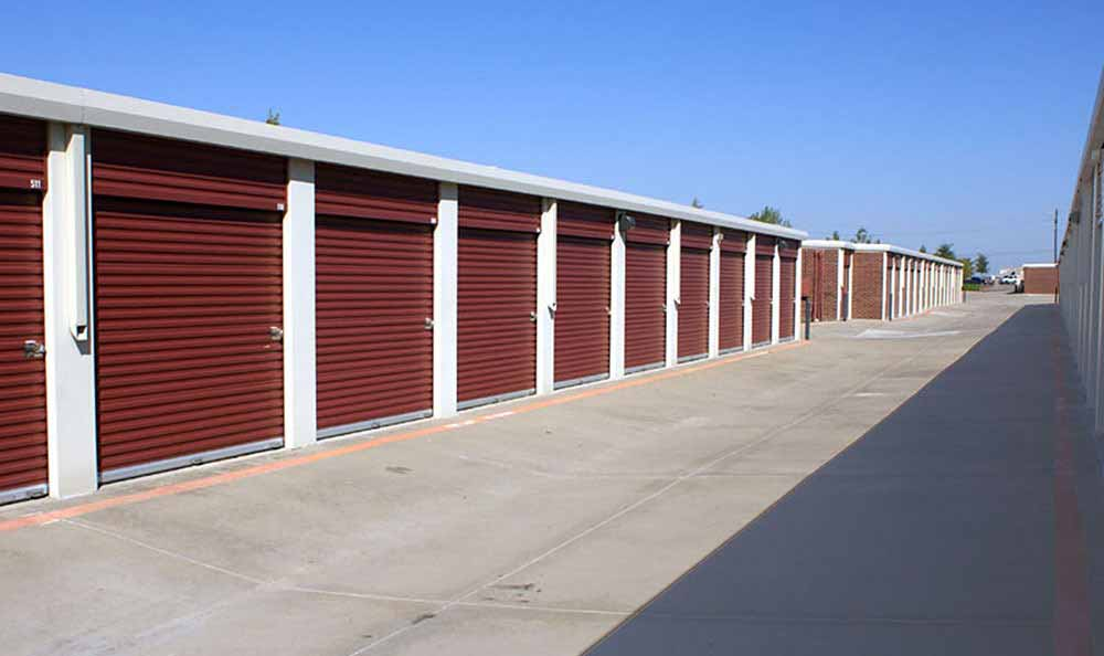 Wide aisles at Advantage Storage - Frisco Main Street