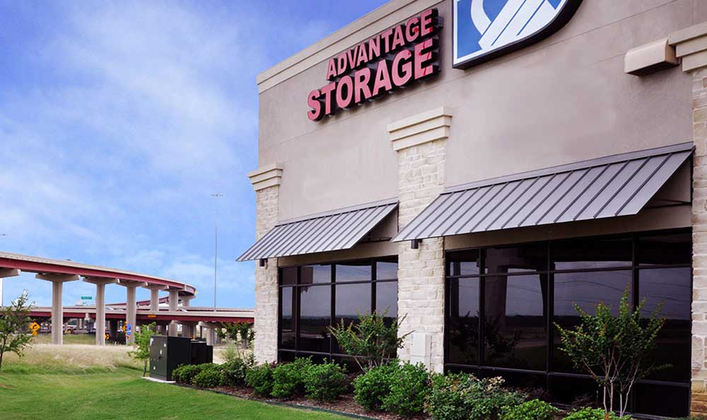 Friendly, Professional On-site Staff at Advantage Storage - Irving / Las Colinas.