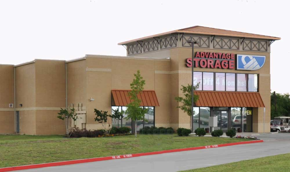 Front view at Advantage Storage - Lewisville.