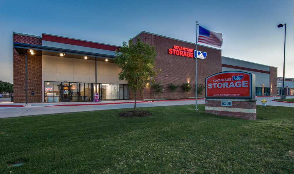Front view at Advantage Storage - Plano Superior.