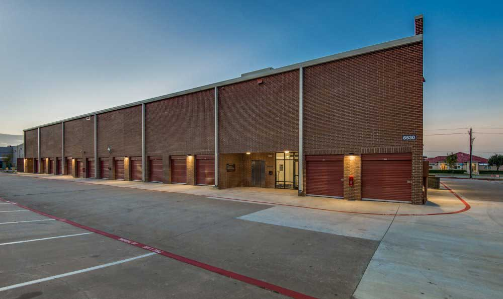 Outside Drive-Up Units at Advantage Storage - Plano Superior in Plano, TX.