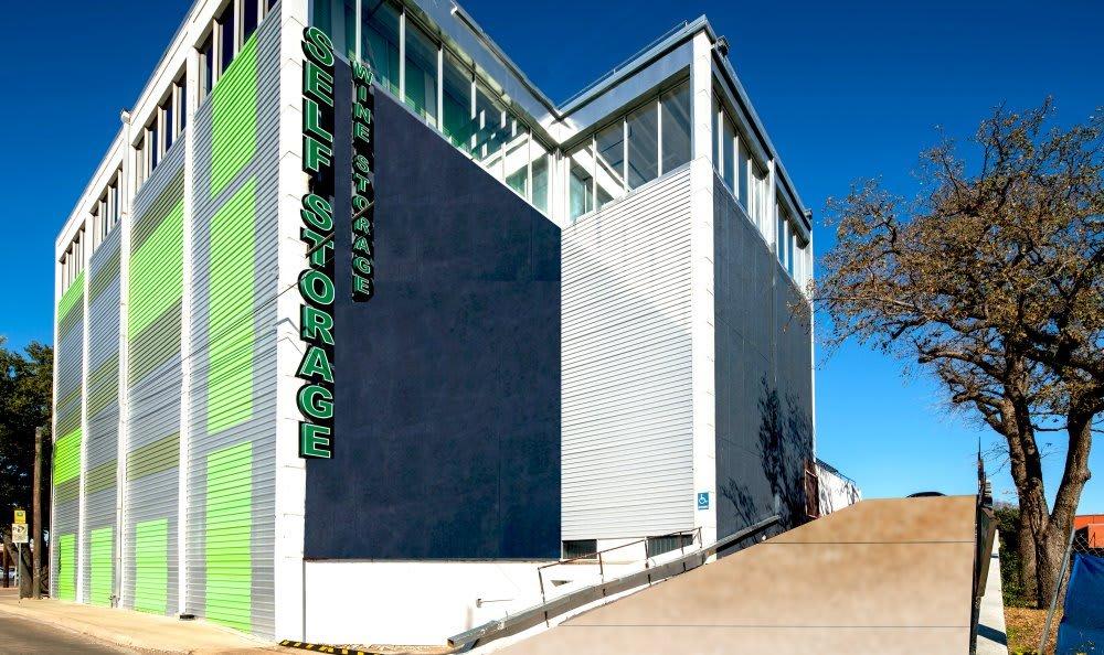 Front view of Dallas Self Storage in Dallas, TX.