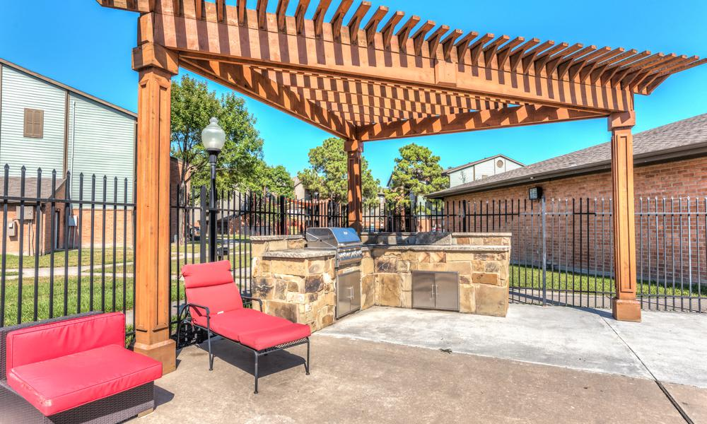 Barbecue Area at Sutter Ranch Apartments in Houston, TX