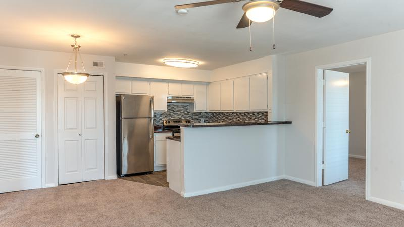 Kitchen Room With Breakfast Bar at Sutter Ranch Apartments in Houston