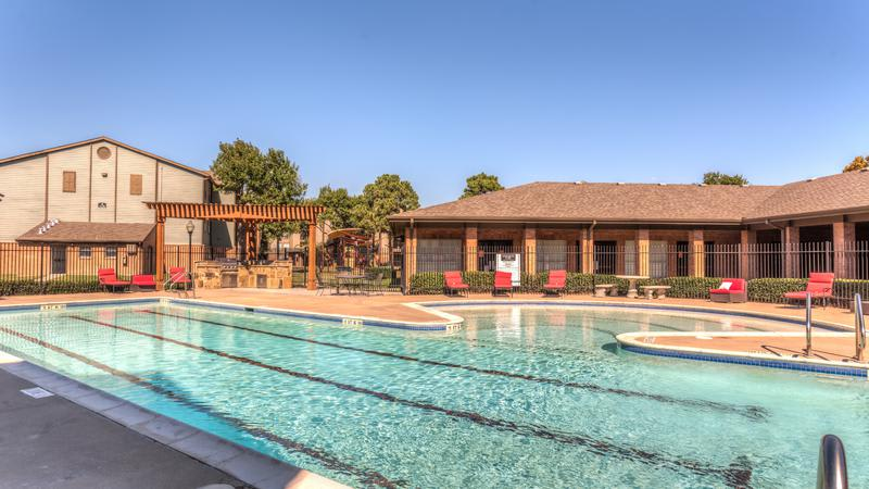 Swimming Pool at Sutter Ranch Apartments in Houston