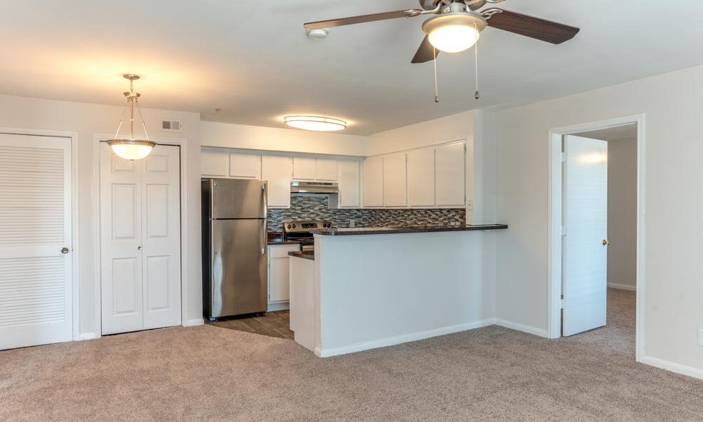 Kitchen Room With Breakfast Bar at Sutter Ranch Apartments in Houston, TX