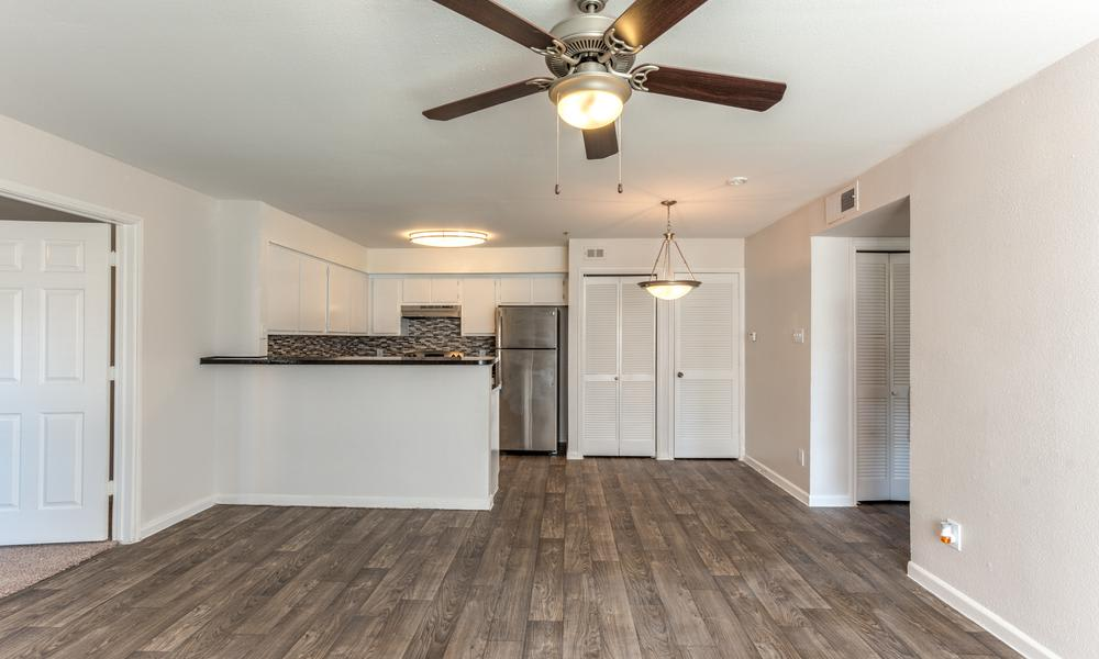 Spacious Apartment Interior at Sutter Ranch Apartments in Houston, TX