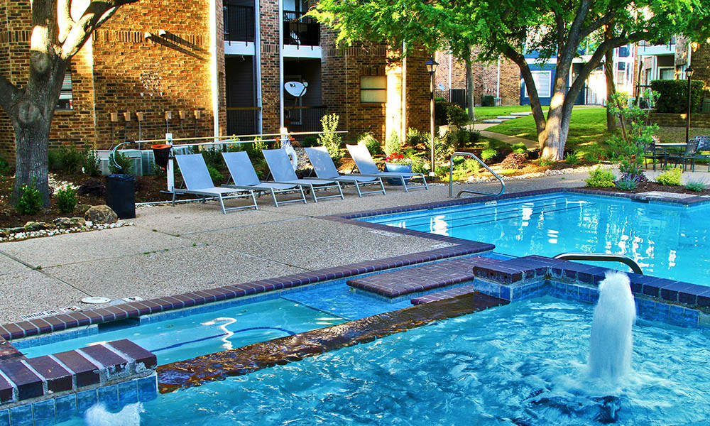 Pool and spa at apartments in Dallas