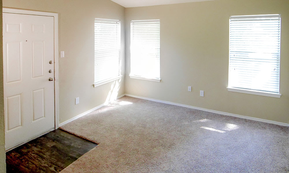 Carpeted living room at Creekside Apartments