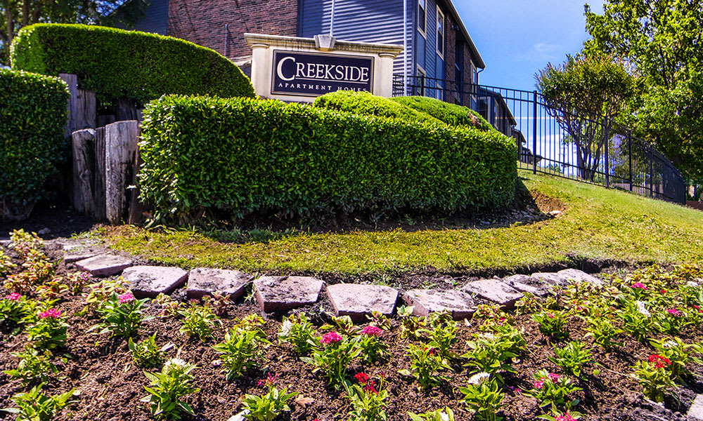 Creekside Apartments welcome sign