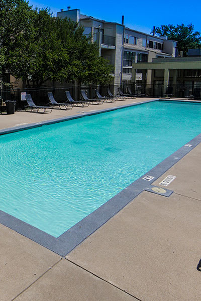 Sparkling pool at Lofts on Hulen