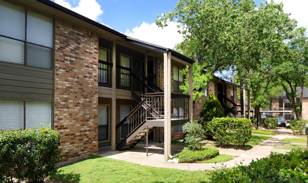 Beautiful exterior to apartments at Cambury Place Apartments