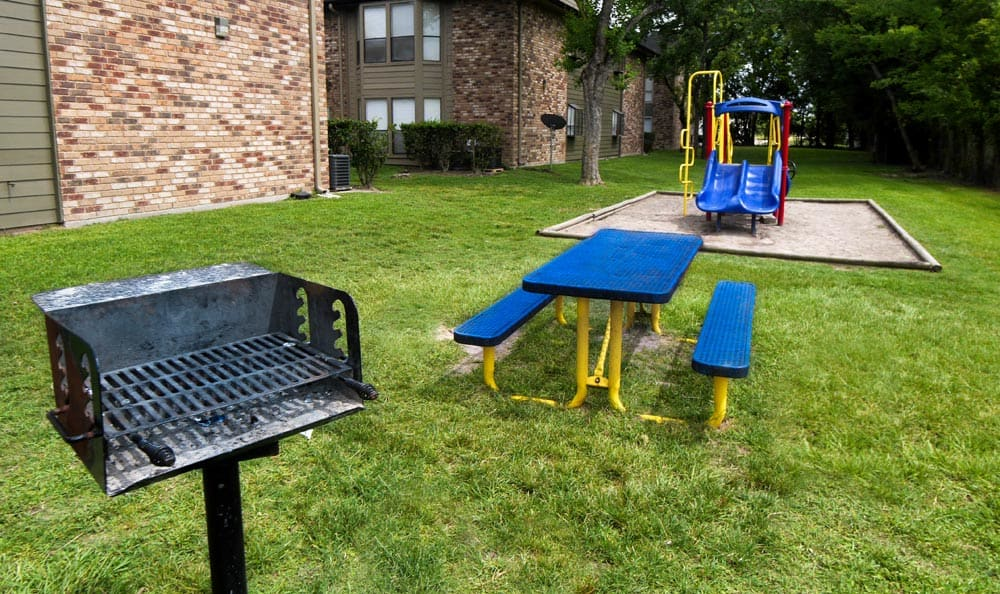 Picnic area at Cambury Place Apartments