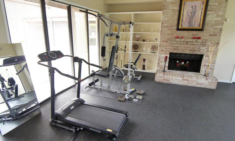 Fitness center at Sedona Square Apartments in Houston, TX