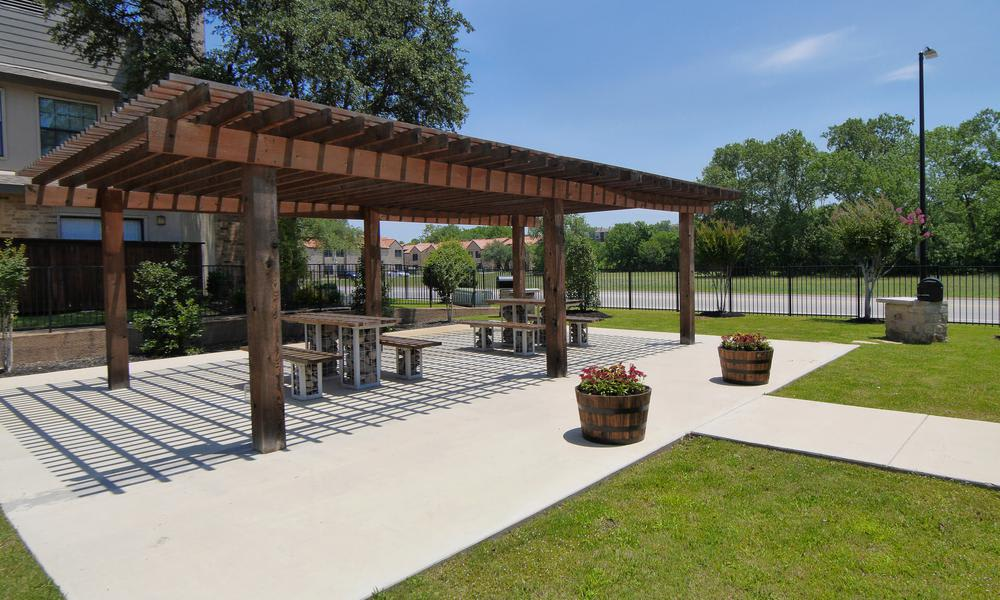 Mission Hill offers a barbecue area in Fort Worth, TX