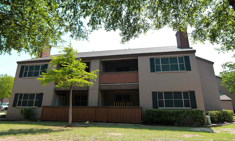 Exterior view of apartments in Fort Worth